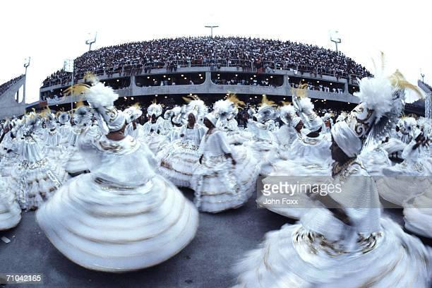 dancing women - karneval von rio de janeiro stock-fotos und bilder