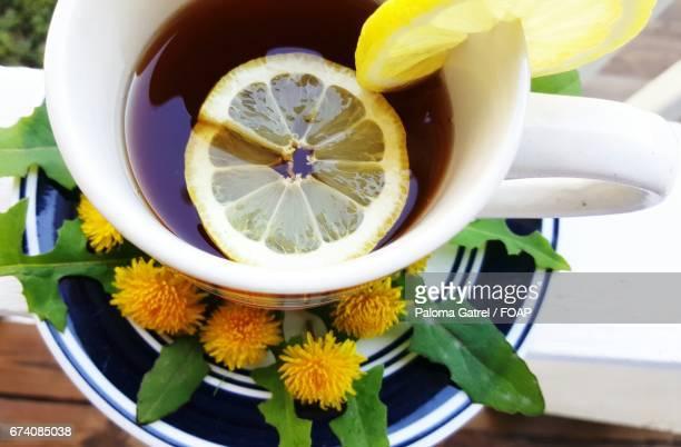 Dandelion lemon tea