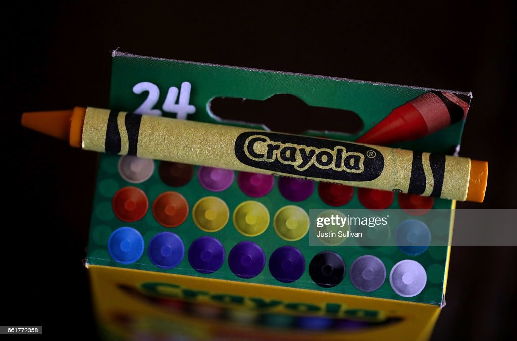 Crayola Crayons Announces Its Eliminating Dandelion Yellow For A New Blue Crayon : ニュース写真