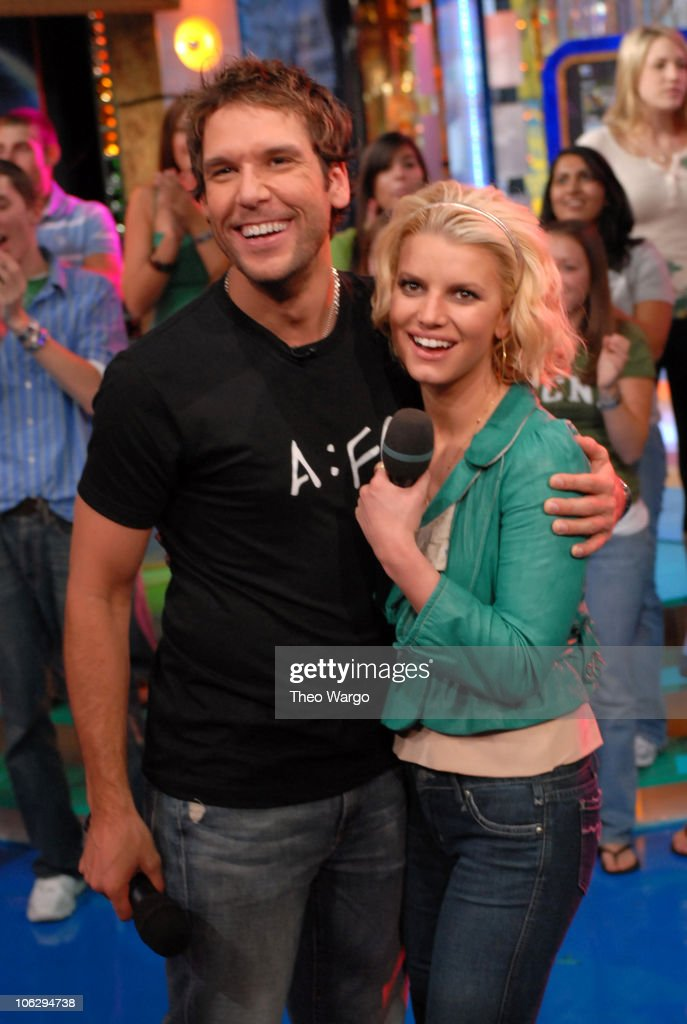 "Jessica Simpson and Dane Cook Visit MTV's ""TRL"" - October 4, 2006 : News Photo"