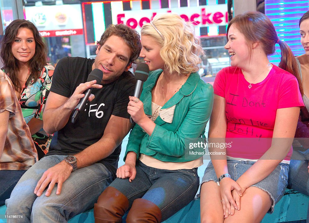 """Jessica Simpson and Dane Cook Visit MTV's """"TRL"""" - October 4, 2006 : News Photo"""