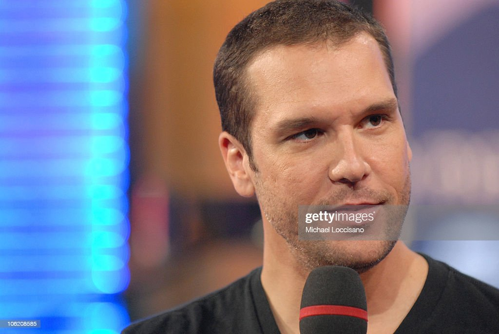 "Seth Rogen, Dane Cook, Ne-Yo and Maroon 5 Visit MTV's ""TRL"" - May 29, 2007 : News Photo"
