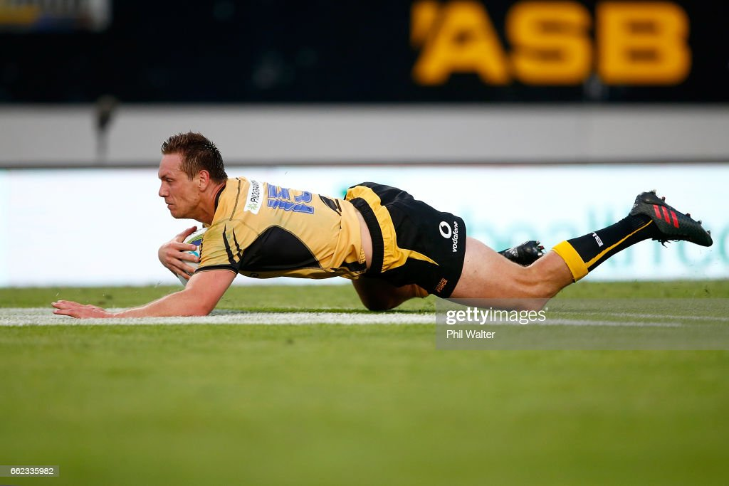 Dane Haylett-Petty of the Western Force scores a try during the round six Super Rugby match between the Blues and the Force at Eden Park on April 1, 2017 in Auckland, New Zealand.