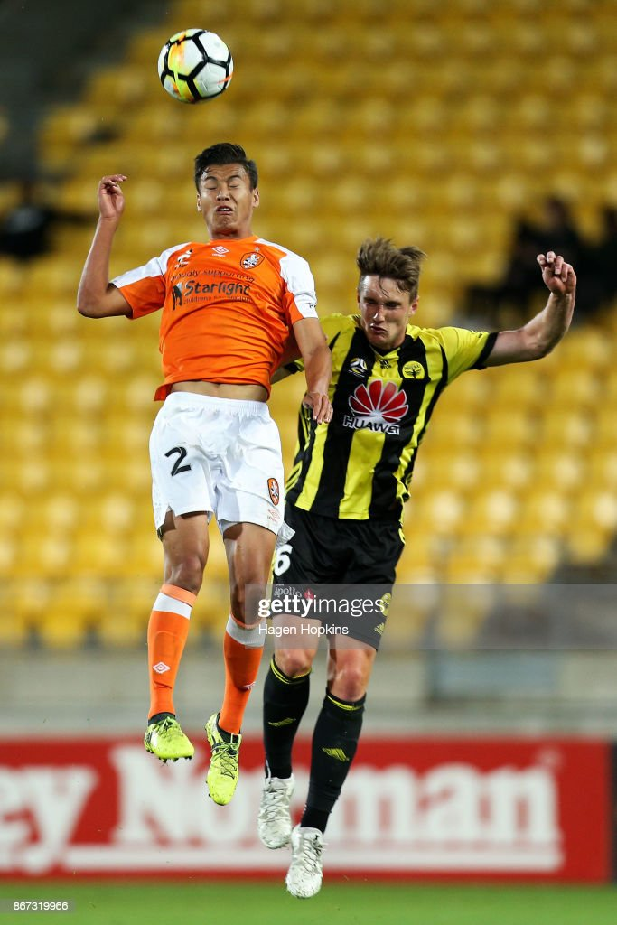 Dane Ingham of Brisbane and Dylan Fox of the Phoenix compete for a header during the round four A-League match between the Wellington Phoenix and the Brisbane Roar at Westpac Stadium on October 28, 2017 in Wellington, New Zealand.