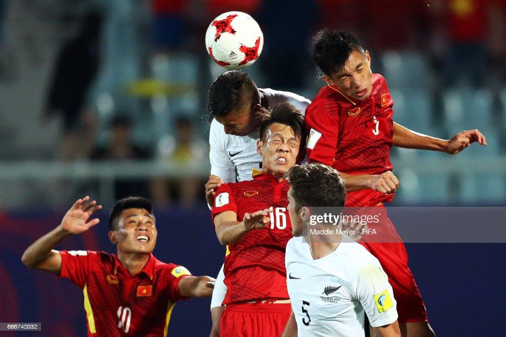 Dane Ingham of New Zealand, Thanh Son Tran and Van Hau Doan of Vietnam compete for a corner kick during the FIFA U-20 World Cup Korea Republic 2017 group E match between Vietnam and New Zealand at Cheonan Baekseok Stadium on May 22, 2017 in Cheonan, South Korea.