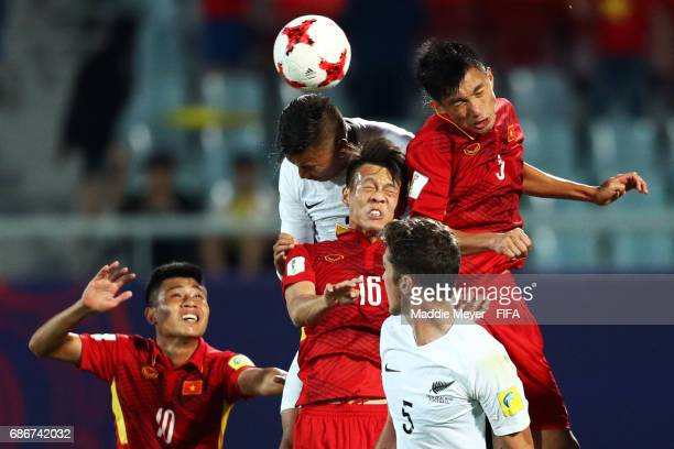 Dane Ingham of New Zealand Thanh Son Tran and Van Hau Doan of Vietnam compete for a corner kick during the FIFA U20 World Cup Korea Republic 2017...