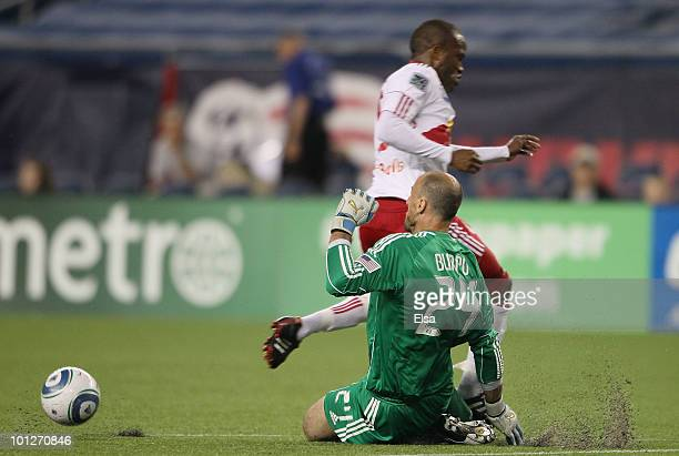 Nueva Fractura, esta vez Liga estadounidense 'MLS' Dane-richards-of-the-new-york-red-bulls-steps-on-and-breaks-the-leg-picture-id101270846?s=612x612