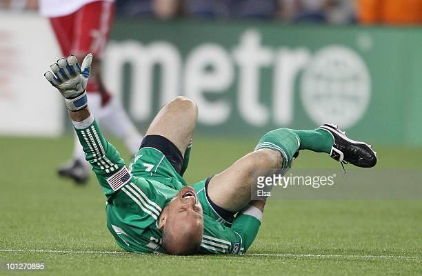 Nueva Fractura, esta vez Liga estadounidense 'MLS' Dane-richards-of-the-new-york-red-bulls-steps-on-and-breaks-the-leg-picture-id101270895?s=612x612