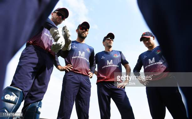 Dane Vilas Glenn MaxwellGraham Onions and Matt Parkinson of Lancashire gather in a team huddle during the Royal London One Day Cup match between...