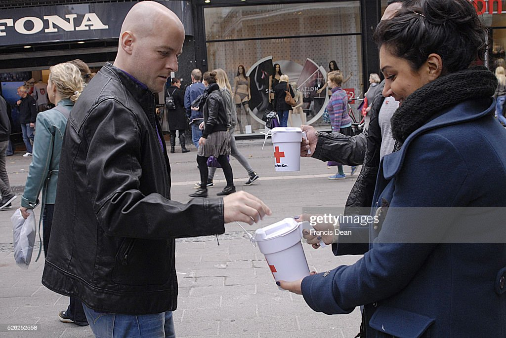 Danes donate for Pakistan Flood victems and other world trouble spots ,people valunteer for danish R : News Photo