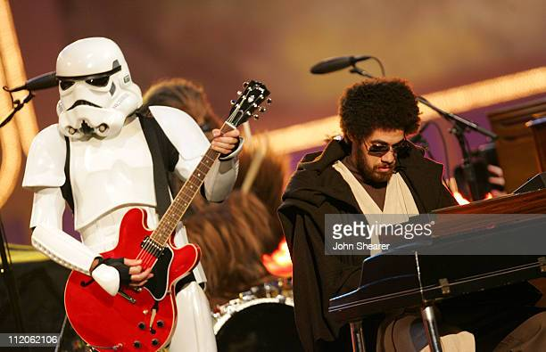 Danger Mouse and Gnarls Barkley perform 'Crazy'