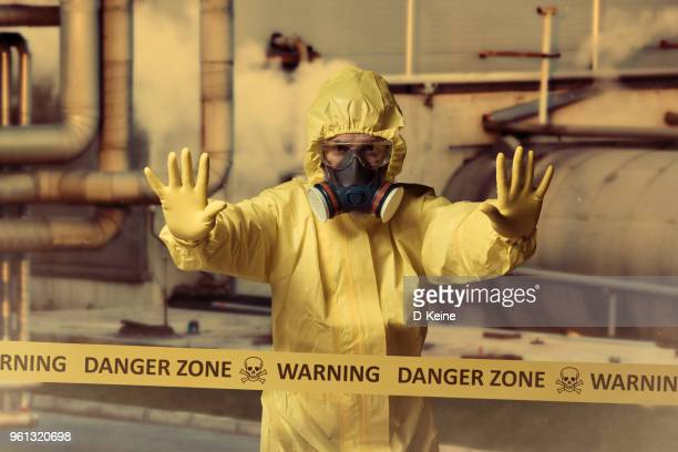 danger zone - gas mask stock pictures, royalty-free photos & images
