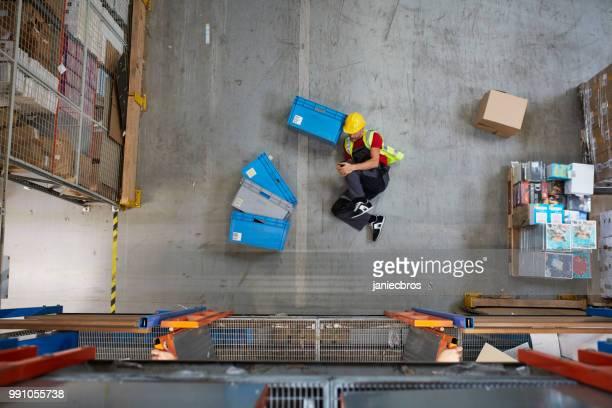 Accident dangereux pendant le travail. Premiers soins