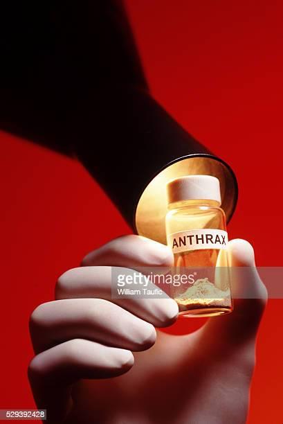 dangerous anthrax - gift hand stock-fotos und bilder