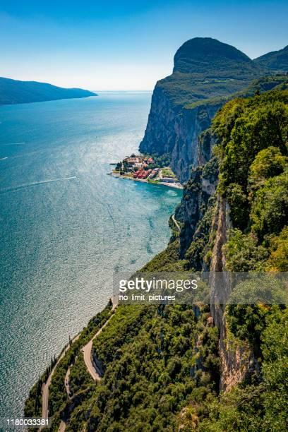 dangerous winding road at lake garda in italy - lago di garda foto e immagini stock