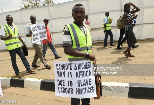 Dangote cement employees demonstrate against unpaid wages and breach of agreement in Lagos on March 2 2017 / AFP PHOTO / CAF Awards / PIUS UTOMI EKPEI