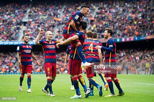 Dani Alves Andres Iniesta Neymar Santos Jr Ivan Rakitic and Lionel Messi of FC Barcelona celebrate with their teammate Luis Suarez after scoring his...