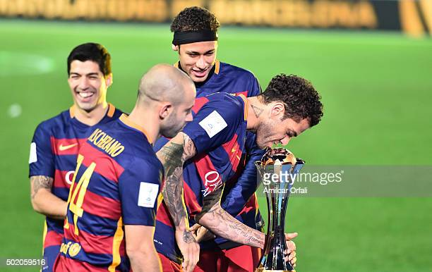Dani Alves of Barcelona kisses the trophy after winning the FIFA Club World Cup final match between River Plate and FC Barcelona at International...