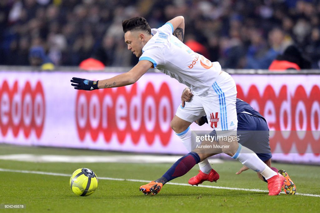 Dani Alves of Paris Saint-Germain and Lucas Ocampos of Olympique de Marseille fight for the ball during the Ligue 1 match between Paris Saint Germain and Olympique Marseille February 25, 2018 in Paris, France.
