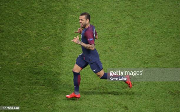 Dani Alves of Paris SaintGermain celebrate his goal during the UEFA Champions League group B match between Paris SaintGermain and Celtic Glasgow at...