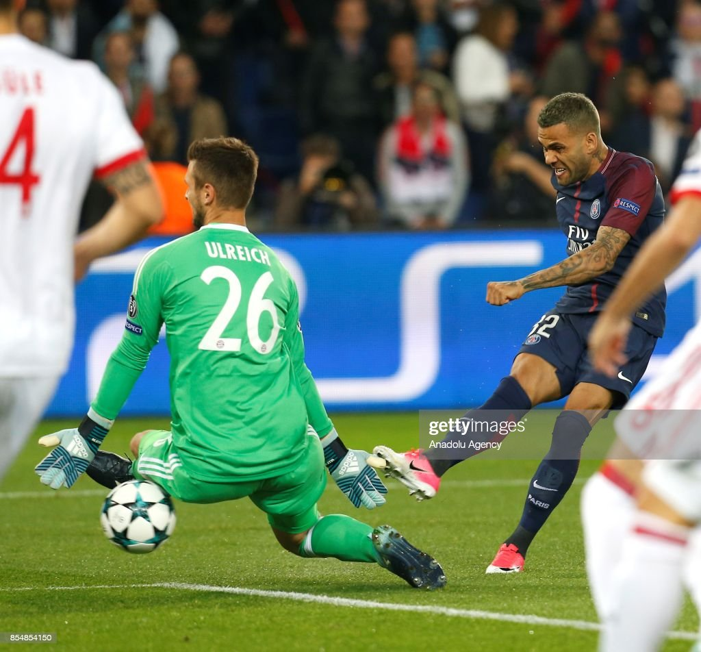 Dani Alves (R) of Paris Saint-Germain scores during the UEFA Champions League Group B match between Paris Saint-Germain (PSG) and Bayern Munich at Parc des Princes Stadium in Paris, France on September 27, 2017