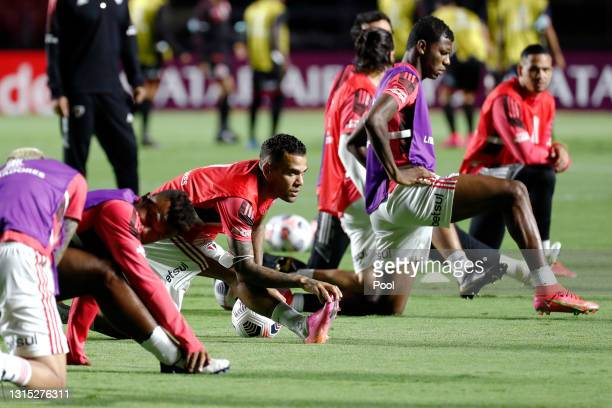 Dani Alves of Sao Paulo warms up with teammates prior to a match between Sao Paulo and Rentistas as part of Group E of Copa CONMEBOL Libertadores...