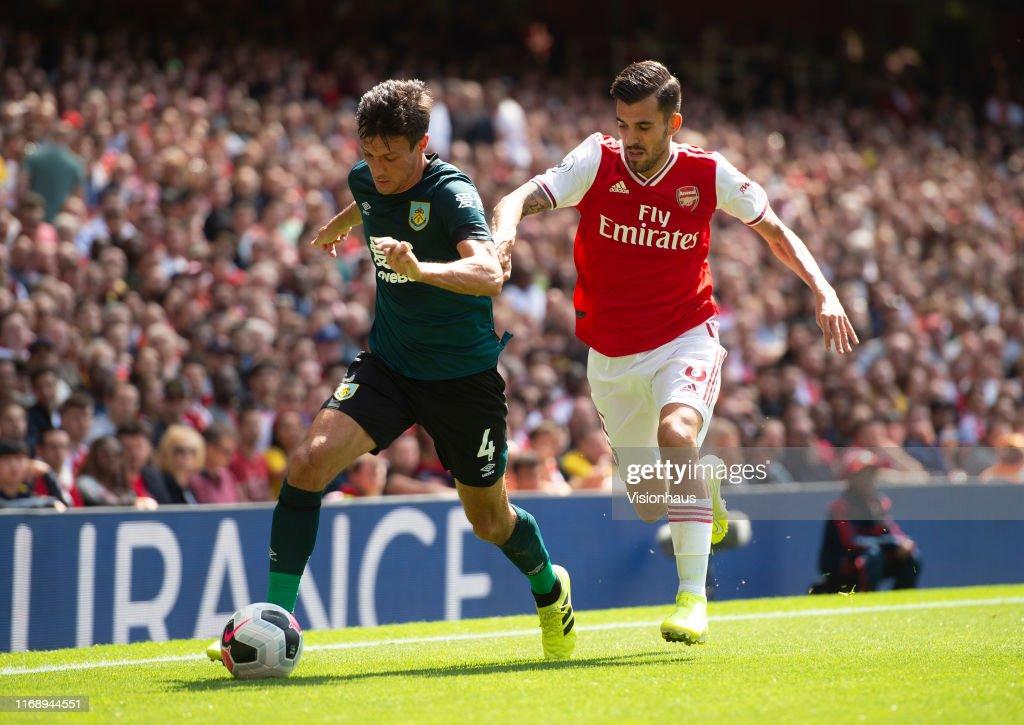 Arsenal FC v Burnley FC - Premier League : News Photo