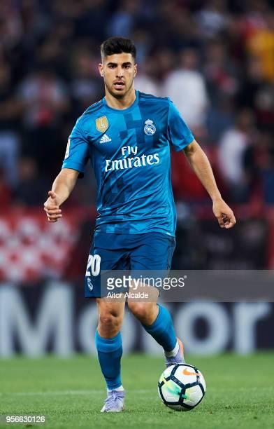 Dani Ceballos of Real Madrid CF controls the ball during the La Liga match between Sevilla FC and Real Madrid at Ramon Sanchez Pizjuan stadium on May...