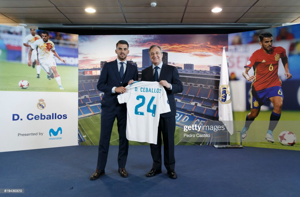 ¿Cuánto mide Dani Ceballos? - Altura - Real height Dani-ceballos-of-real-madrid-poses-with-florentino-perez-real-madrids-picture-id819430320