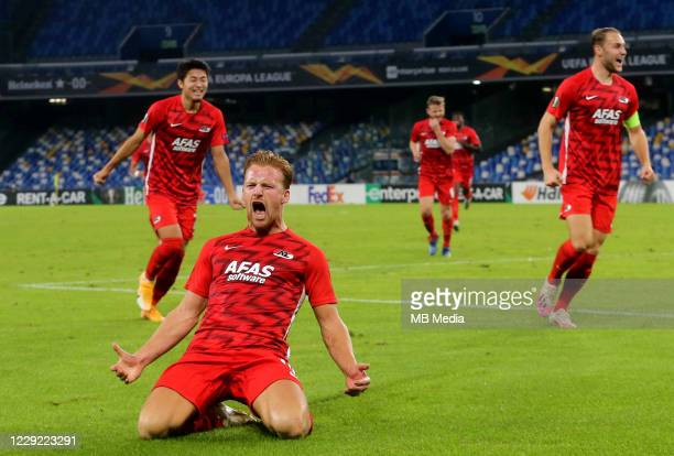 Dani de Wit of AZ Alkmaar celebrates after scoring the first goal of his team during the UEFA Europa League Group F stage match between SSC Napoli...