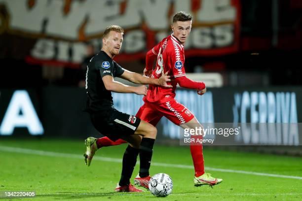 Dani de Wit of AZ and Daan Rots of FC Twente during the Dutch Eredivisie match between FC Twente and AZ at De Grolsch Veste on September 23, 2021 in...