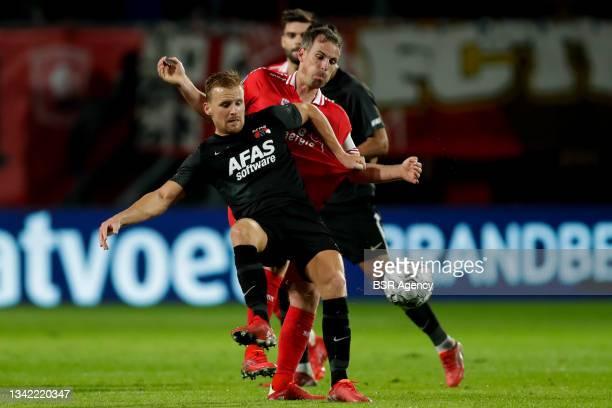 Dani de Wit of AZ and Wout Brama of FC Twente during the Dutch Eredivisie match between FC Twente and AZ at De Grolsch Veste on September 23, 2021 in...
