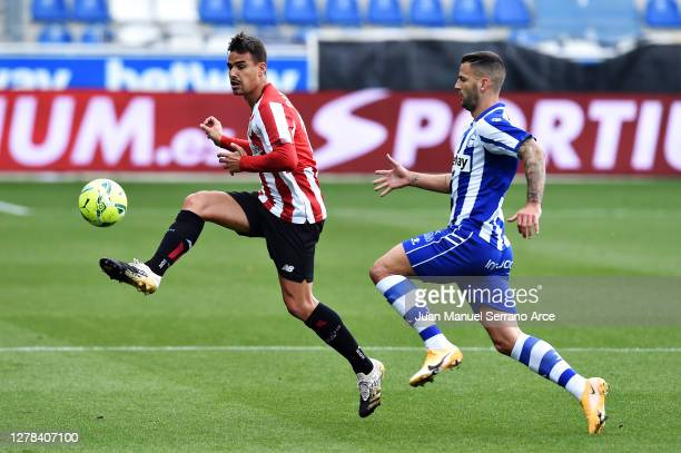 Dani Garcia of Athletic Bilbao and Edgar of Deportivo Alaves battle for the ball during the La Liga Santander match between Alaves and Athletic...