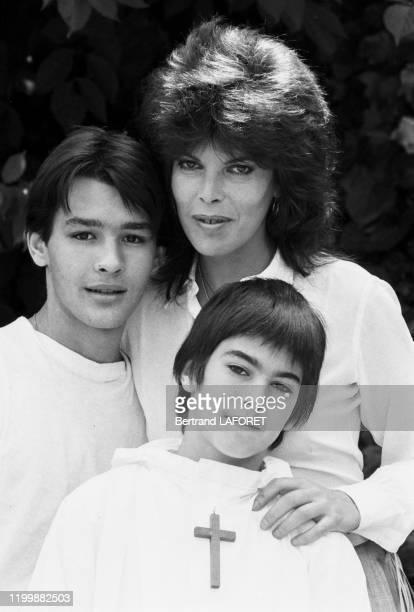 Dani lors avec ses fils Emmanuel et julien de la communion de ce dernier à Villedieu le 7 juin 1982 France