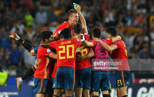 Dani Olmo of Spain celebrates the victory with team mates after the 2019 UEFA U21 Final between Spain and Germany at Stadio Friuli on June 30 2019 in...