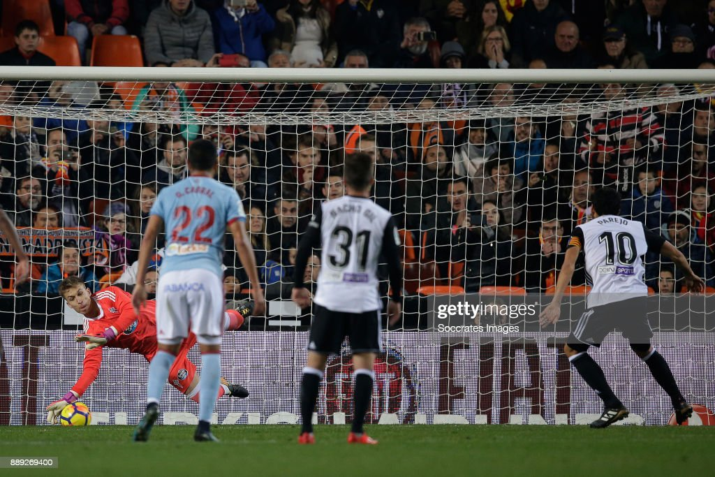 Dani Parejo of Valencia CF scores the third goal to make it 2-1 during the Spanish Primera Division match between Valencia v Celta de Vigo at the Estadio de Mestalla on December 9, 2017 in Valencia Spain