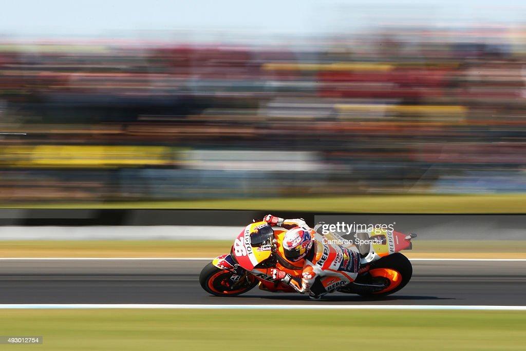 Dani Pedrosa of Spain and Repsol Honda rides during qualifying for the 2015 MotoGP of Australia at Phillip Island Grand Prix Circuit on October 17, 2015 in Phillip Island, Australia.