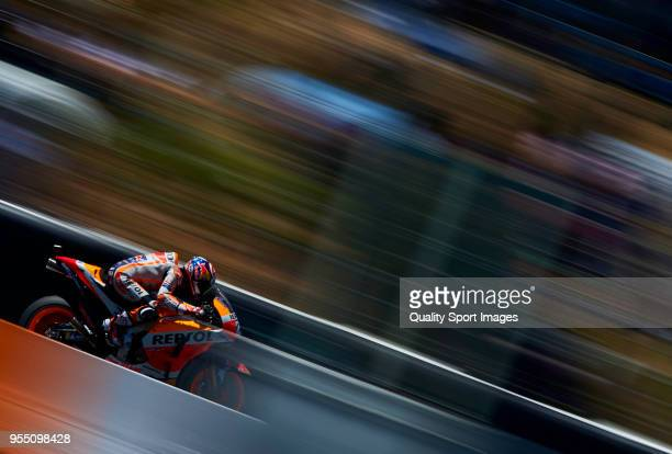 Dani Pedrosa of Spain and Repsol Honda Team rounds the bend during the qualifying practice during the MotoGp of Spain at Circuito de Jerez Angel...