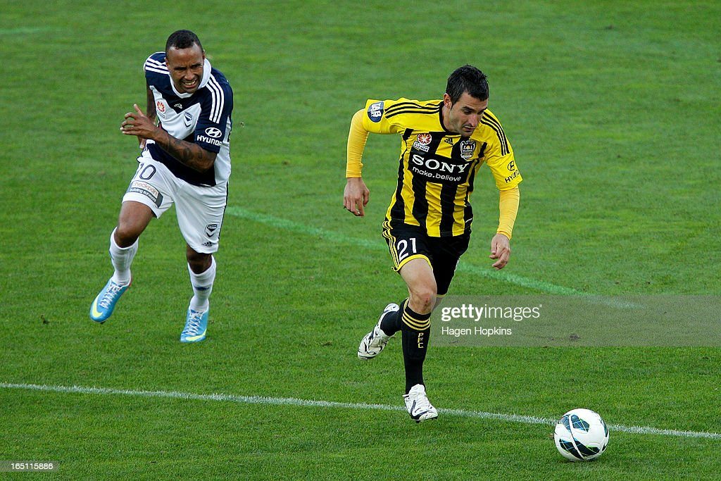 Dani Sanchez of the Phoenix makes a break from Archie Thompson of the Victory during the round 27 A-League match between the Wellington Phoenix the Melbourne Victory at Westpac Stadium on March 31, 2013 in Wellington, New Zealand.
