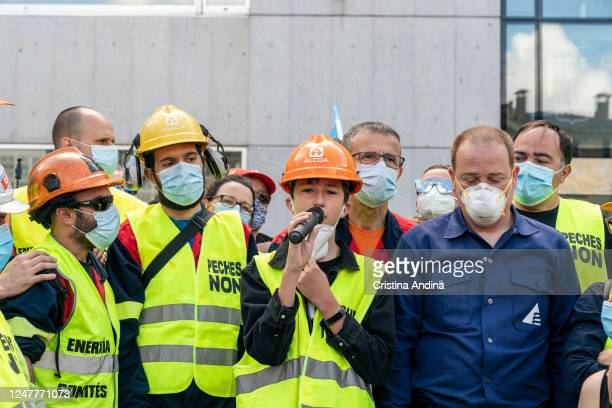 Dani, son of an Alcoa worker, who sent to Pedro Sánchez a video this week asking for help to save Alcoa, speaks to the people in Viveiro on June 7,...