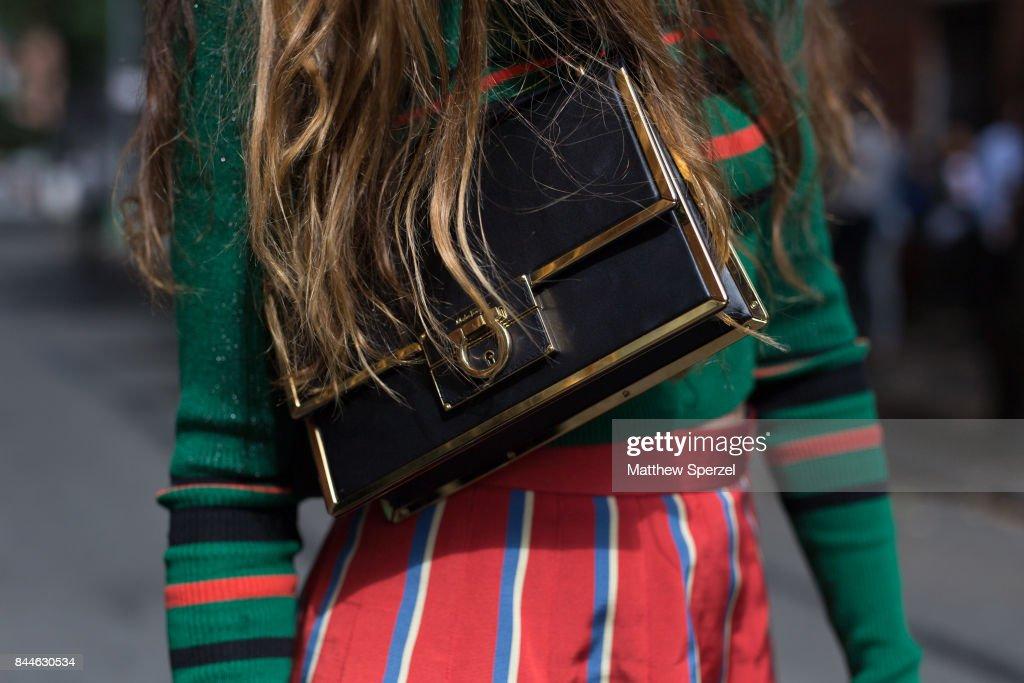 New York Fashion Week - Street Style - Day 2 : News Photo