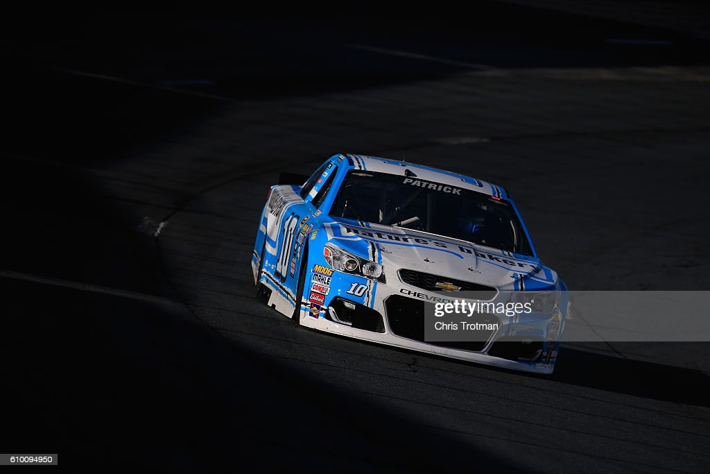NASCAR Sprint Cup Series Bad Boy Off Road 300 Practice : News Photo