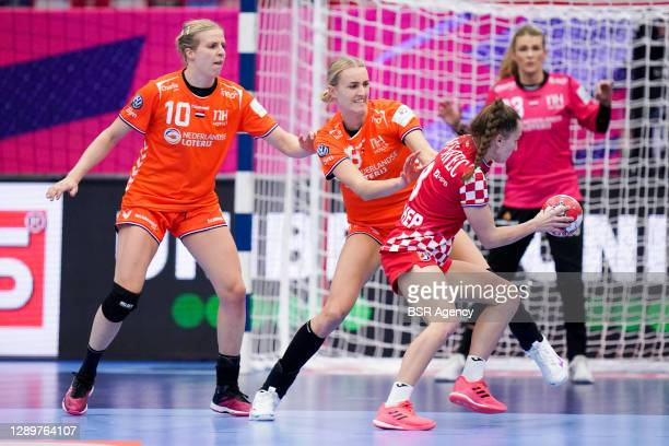 Danick Snelder of Netherlands, Kelly Dulfer of Netherlands during the Women's EHF Euro 2020 match between Netherlands and Croatia at Sydbank Arena on...