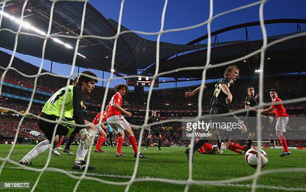 Daniel Agger of Liverpool scores the first goal during the UEFA Europa League quarter final first leg match between Benfica and Liverpool at Estadio...