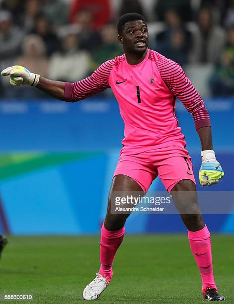 Daniel Akpeyi of Nigeria in action during the match between Colombia and Nigeria mens football for the Olympic Games Rio 2016 at Arena Corinthians on...