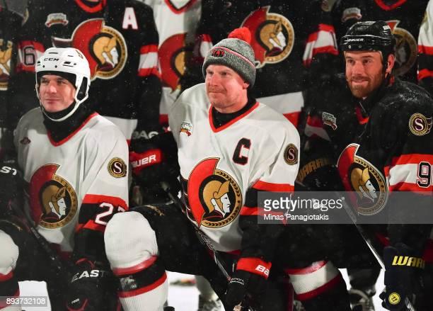 Daniel Alfredsson and Ottawa Senators alumni pose for a photo during the 2017 Scotiabank NHL100 Classic Ottawa Senators Alumni Game on Parliament...