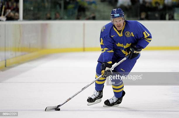Daniel Alfredsson of Sweden in action during the final of the men's ice hockey match between Finland and Sweden during Day 16 of the Turin 2006...