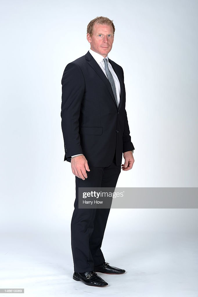 Daniel Alfredsson of the Ottawa Senators poses for a portrait during the 2012 NHL Awards at the Encore Theater at the Wynn Las Vegas on June 20, 2012 in Las Vegas, Nevada.