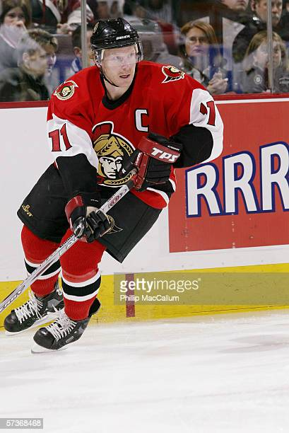 Daniel Alfredsson of the Ottawa Senators skates against the Pittsburgh Penguins on March 21, 2006 at the Scotiabank Place in Ottawa, Ontario, Canada....