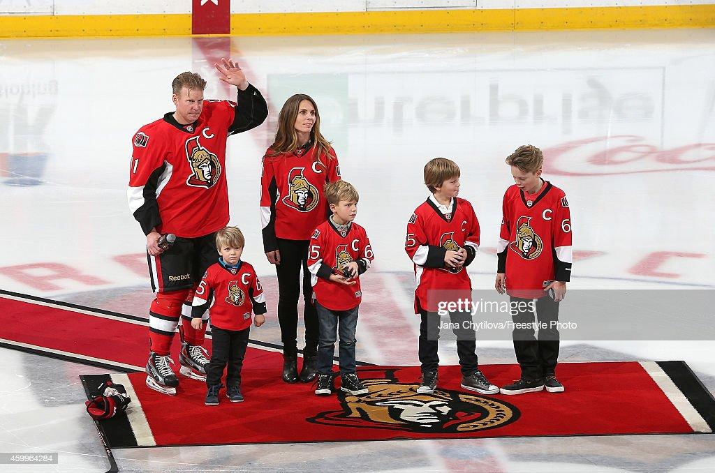 New York Islanders v Ottawa Senators : News Photo